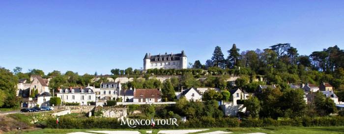 Surplombant la Loire, le Château Moncontour s'élève à flanc de coteau au coeur de l'appellation Vouvrayhâteau de Moncontour à Vouvray