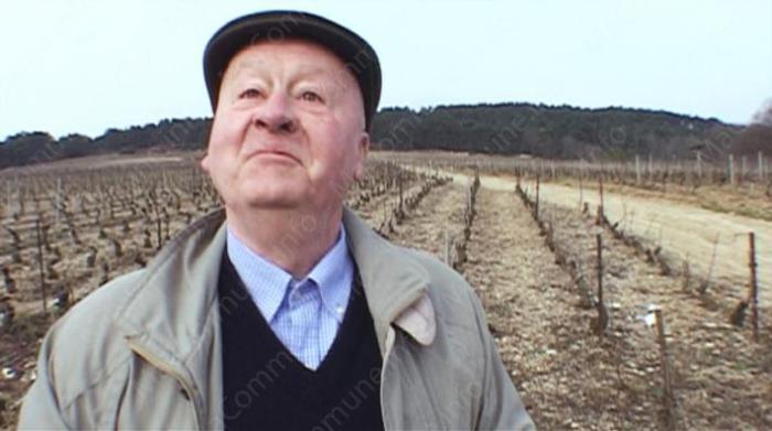 Hubert de Montille sur ses vignes de Volnay ©mondovino