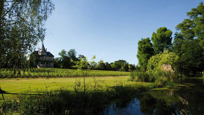 Château Les Carmes Haut Brion, aux portes de Bordeaux fut acquis par Patrice Pichet pour 18 millions d'€