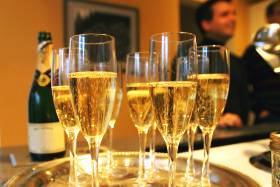 Champagne versus English sparkling wine